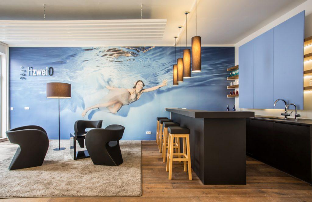 Herzlich willkommen in der Lounge der 360°HzweiO Bäderausstellung in Augsburg