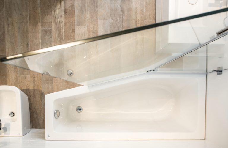 Glasinstallationen für Wanne und Dusche nach Maß - die 360°HzweiO Bäderausstellung in Augsburg