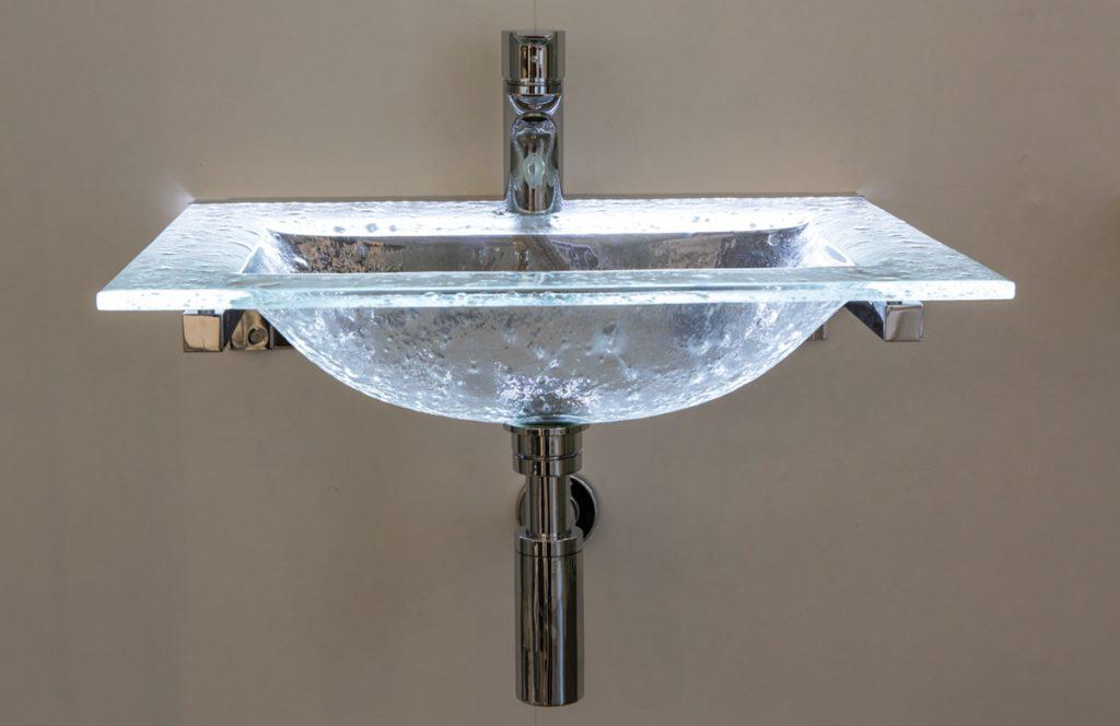 Trendstarke Waschbecken von Glas im Bad - die 360°HzweiO Bäderausstellung in Planegg